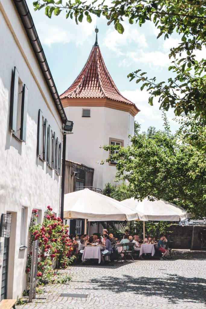 Innenhof Schloss Blutenburg Biergarten