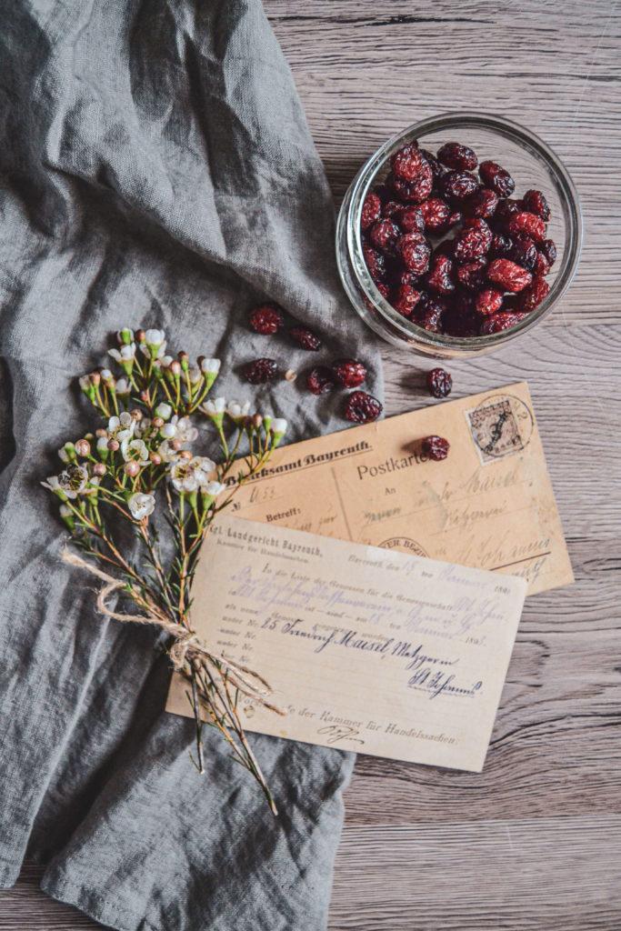 Alte Postkarten und Cranberries