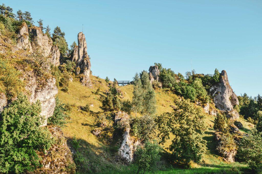 Typische Felsen Fraenkische Schweiz