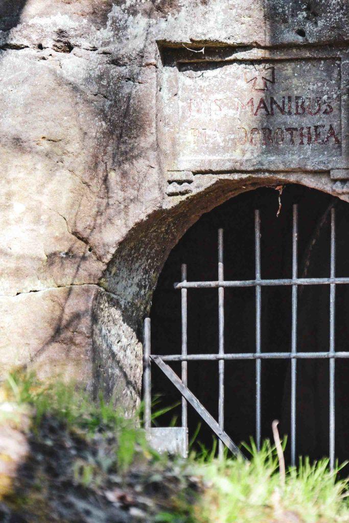 Katakombe Park Schloss Fantaisie