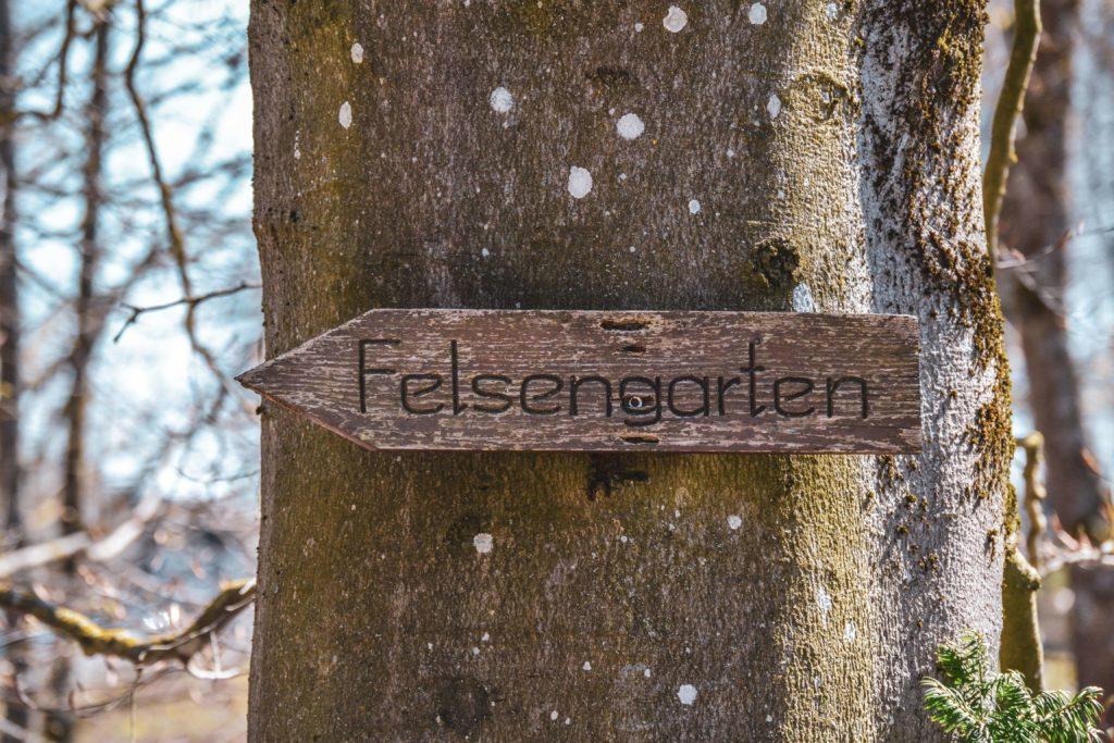 Wegweiser Felsengarten Sanspareil