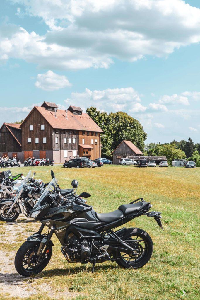 Ausflugslokal für Motorraeder: Das Kathi Braeu Heckenhof